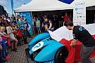 Studenten TU Delft onthullen racewagen op waterstof