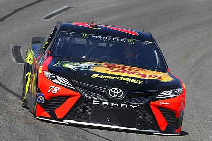 Martin Truex Jr batte Chase Elliott centra la pole position a Richmond