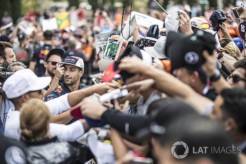 Ricciardo, Hamilton'ın takım arkadaşı olmak istiyor!