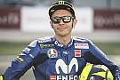 RESMI: Valentino Rossi bertahan dua musim lagi