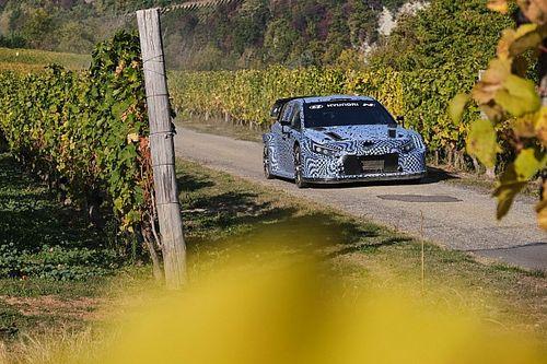 Hyundai Uji Mobil WRC 2022 dalam Simulasi Reli di Italia