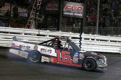 Austin Hill survives 4 OTs to win chaotic Knoxville Truck race