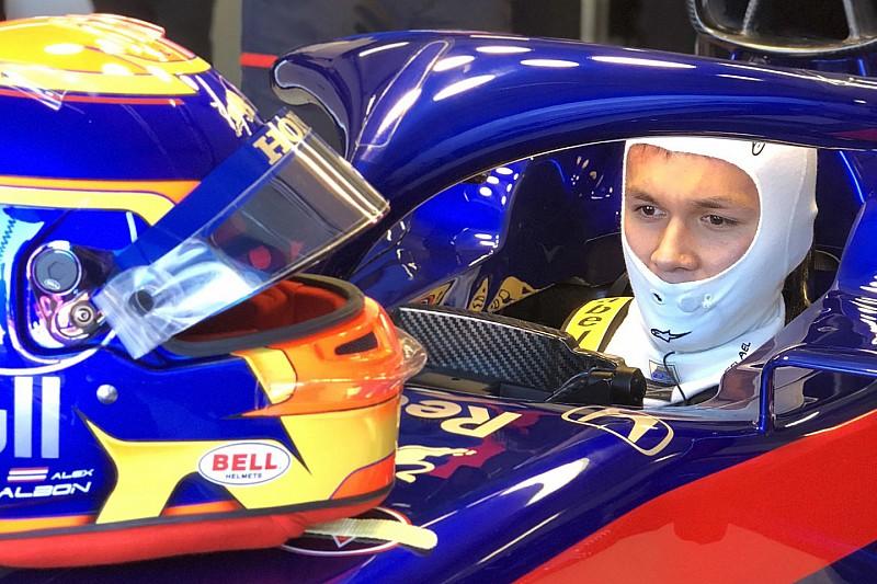 Albon megtette első F1-es köreit az új Toro Rossóval