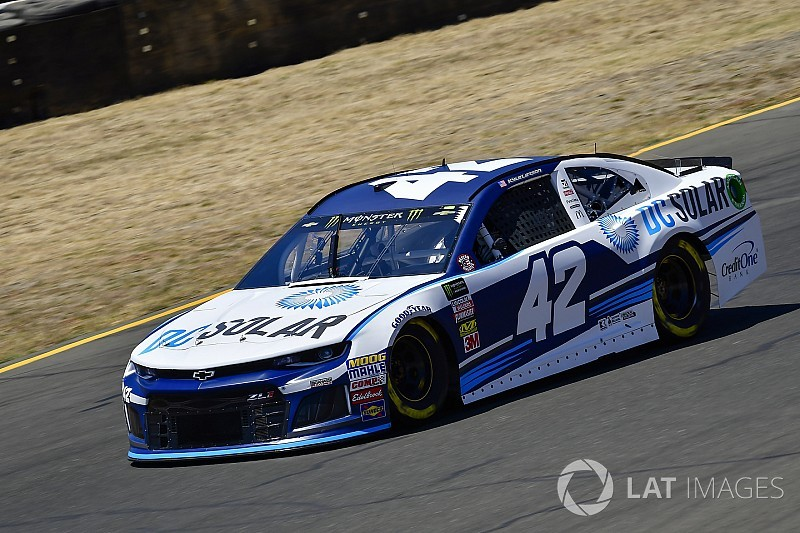 Kyle Larson earns Sonoma pole over Martin Truex Jr.