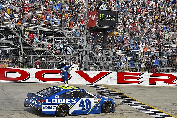 NASCAR Cup NASCAR: Jimmie Johnson holt 11. Dover-Sieg in letzter Sekunde