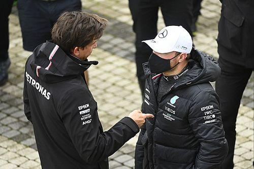 Hivatalos: Bottasnál ismét motort cserél a Mercedes, a mezőny végére küldik!