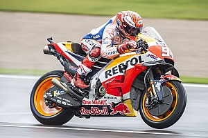 MotoGP, Valencia, Libere 4: Marquez stacca tutti sull'asciutto, Rossi in coda