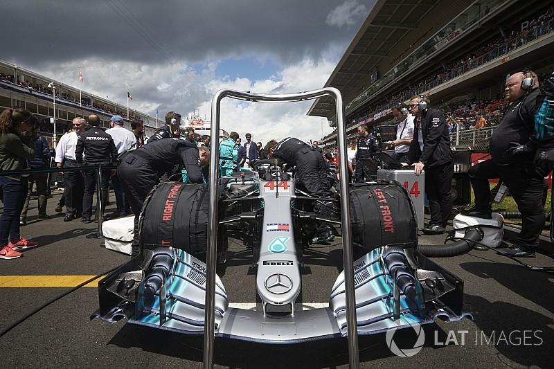ÉLŐ F1-ES MŰSOR: Rengetegen támadják a Mercedest a Pirelli miatt... (LIVE)