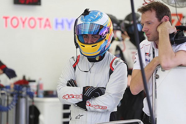 Alonso remekül beilleszkedett a Toyotánál, még mosolyogni is szokott
