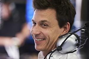 Формула 1 Важливі новини Вольфф: Хемілтон відповів на критику
