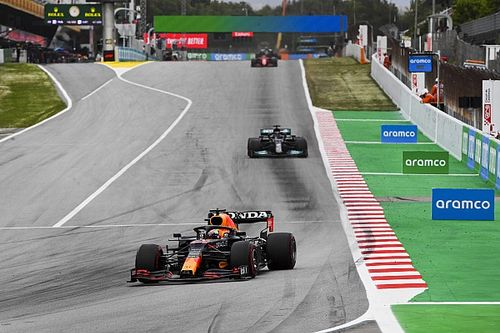 "Verstappen felt like ""sitting duck"" against Hamilton in Spain fight"