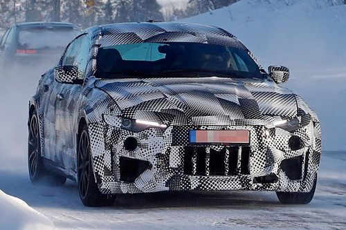 Ferrari Purosangue, nuove foto spia sulla neve