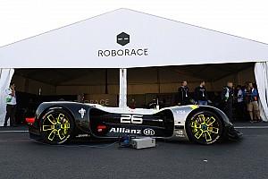 Roborace Noticias El Roborace completa su primera aparición pública en el ePrix de París