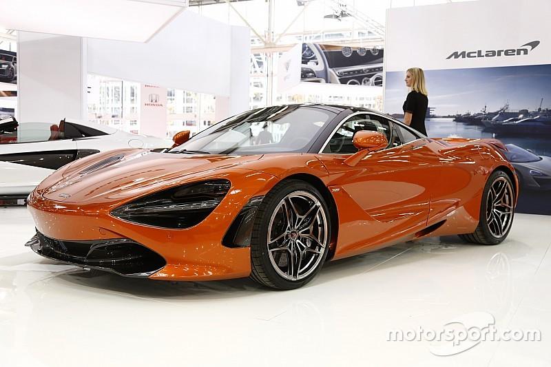 """La F.1 lancia i """"Pirelli Hot Laps"""": in pista con i campioni sulle supercar"""