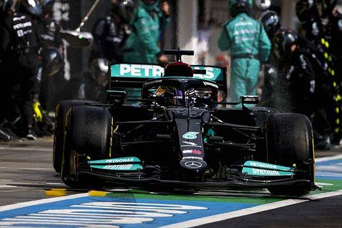 ハミルトン、タイヤを換えずグリッドにポツンとひとり……メルセデス「判断は100%適切だった」