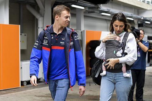 Kelly Piquet celebra ano ao lado de Kvyat e relata conversa de russo com pai Nelson