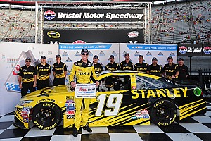 NASCAR Cup Qualifying report Edwards outlasts JGR teammate Hamlin to win Bristol pole