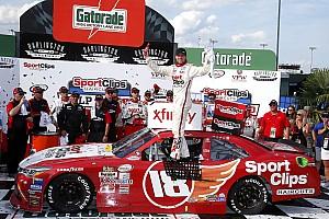 NASCAR XFINITY Noticias Dramático triunfo de Denny Hamlin en  Xfinity