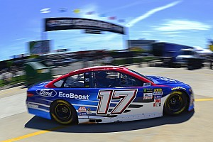 NASCAR Cup Breaking news Stenhouse's crew chief fined for lugnut violation