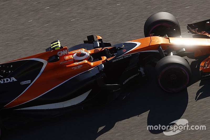 【F1】アロンソ「4戦目でペナルティなんて、バンドーンが気の毒だ」
