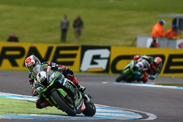 Rea torna cannibale e vince Gara 2 a Donington. Davies a podio