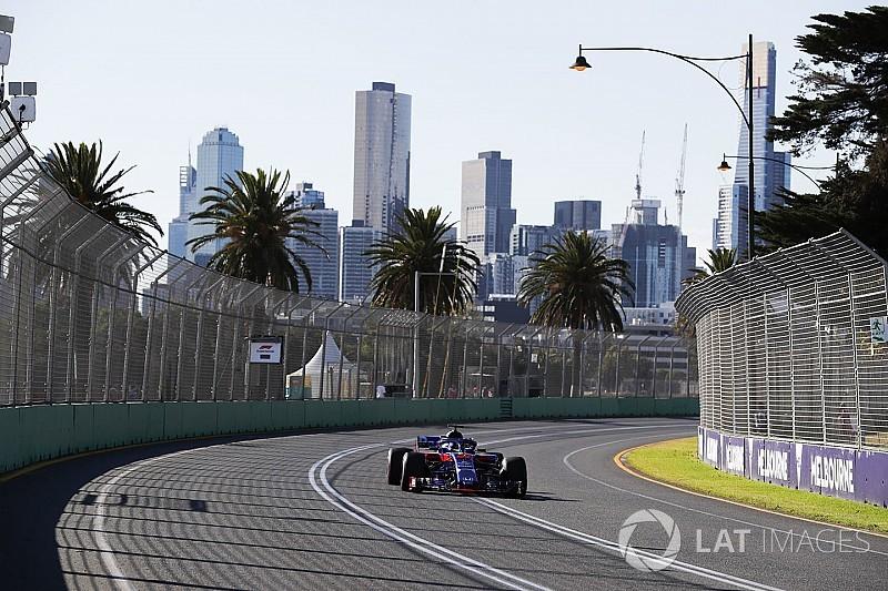 Los equipos y pilotos, atentos al cielo de Melbourne