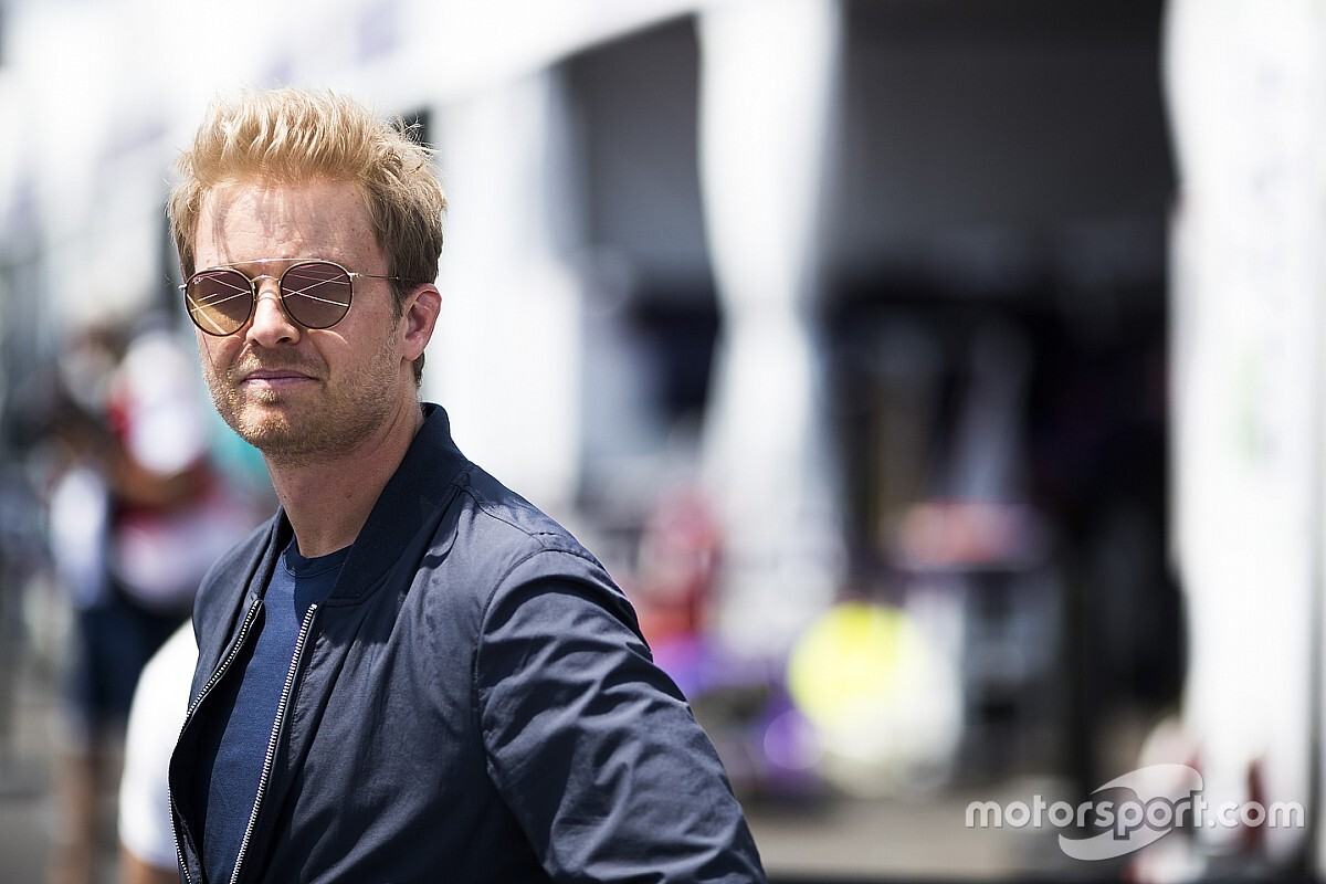 Nico Rosberg: Ferrari muss sich hinter Sebastian Vettel stellen!
