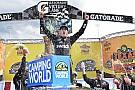 NASCAR Truck Gragson surpreende e vence pela 1ª vez na Truck Series