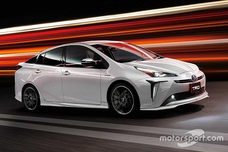 Toyota Prius перетворили на гібридний спорткар