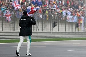 Formula 1 Special feature GALERI: Hamilton menghibur fans saat FP2 GP Tiongkok