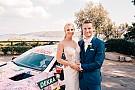 Гонщик Mercedes отримав у весільний екіпаж машину DTM