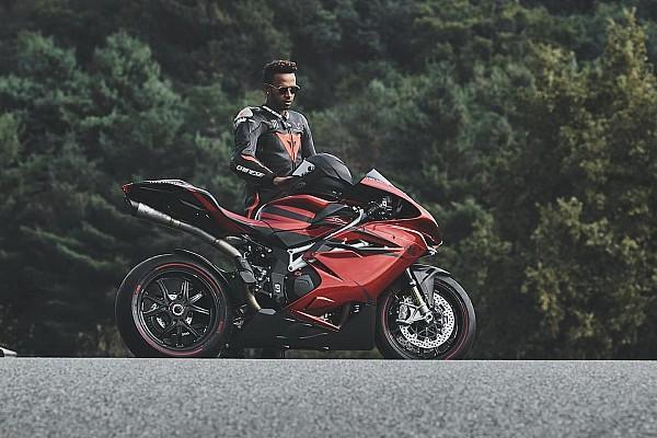 Lewis Hamilton presenta sus nuevos diseño de motos con MV Agusta