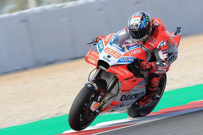 Lorenzo e la Ducati concedono il bis a Barcellona davanti a Marquez e Valentino, cade Dovi