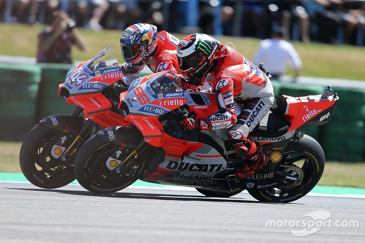 Чому Ducati має контролювати своїх гонщиків