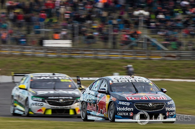 Tasmania Supercars: Whincup leads Lowndes in final practice
