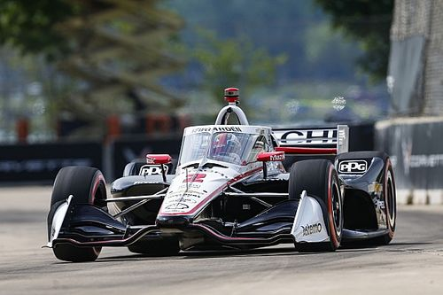 Detroit IndyCar: Newgarden takes pole, Ferrucci shunts