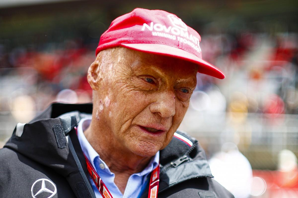 Una fuerte gripe obliga de nuevo a Niki Lauda a ingresar en cuidados intensivos