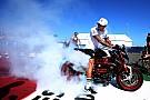 Hamilton: Rossi'yle kendi pistinde mücadele edeceğim