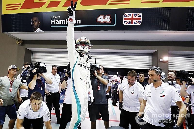 Hamilton golpea inesperadamente a Ferrari en Singapur