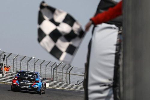 Brands Hatch BTCC: Turkington fends off Ingram for win