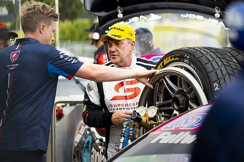 Crompton makes Supercars comeback