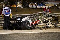 """Hamilton """"très reconnaissant"""" que le Halo ait sauvé Grosjean"""