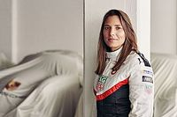 De Silvestro returns to Indy 500 with women-managed team