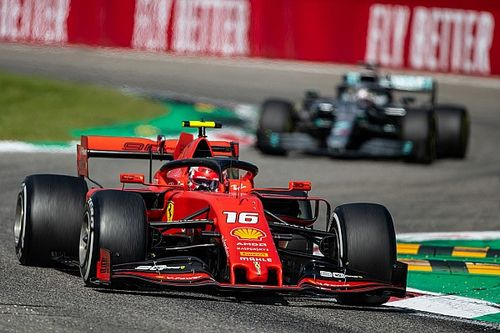 Különleges ajándékot kapott Leclerc a Ferraritól (kép)
