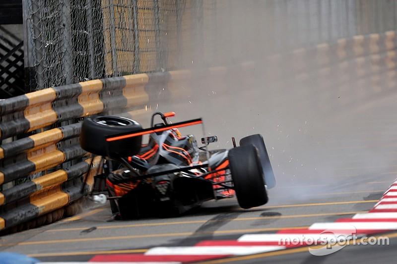 Flörsch na zware crash in Macau weer naar huis