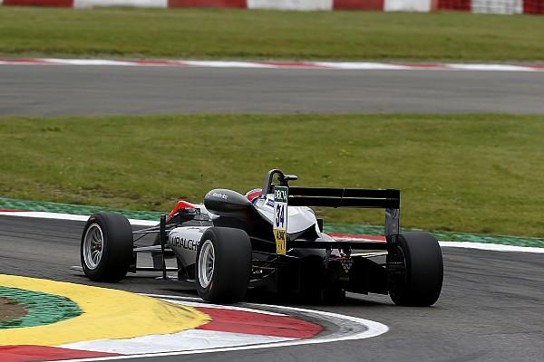 Jake Hughes először tudott nyerni az F3-ban a második nürburgringi futamon
