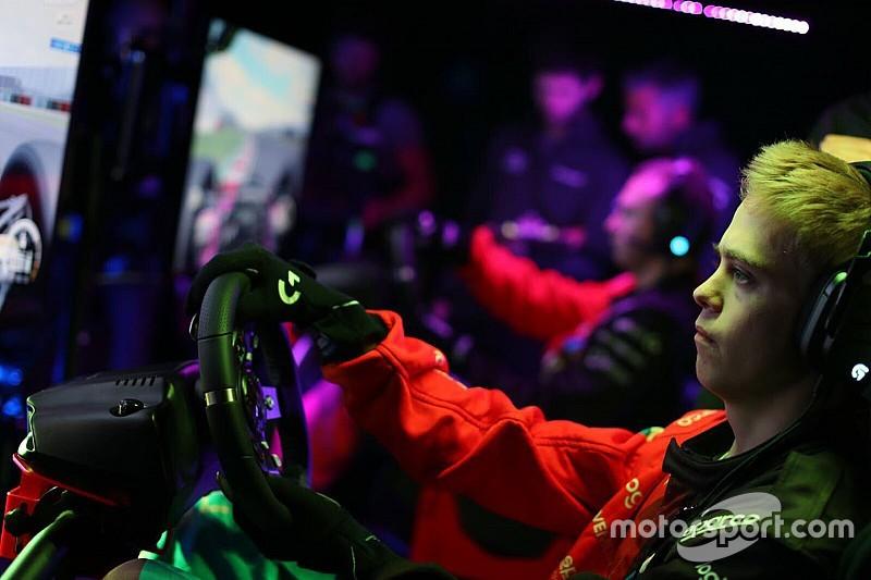 Симрейсер поставил перед собой цель попасть в Ф1. Он дебютирует в Формуле Renault в этот уик-энд