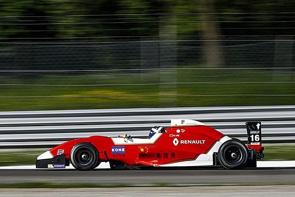 Formula Renault Yifei Ye è imprendibile e vince Gara 1 a Monza. Podio per Colombo