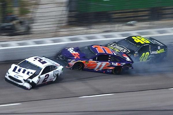 NASCAR Sprint Cup VIDEO: Un choque de varios autos detiene la carrera en Texas