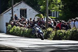 Isle of Man TT 2017: Hutchinson gewinnt Superbike TT Thriller